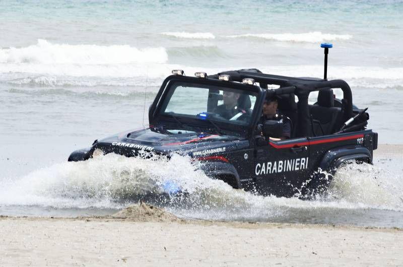 La Jeep in spiaggia (Migliorini)