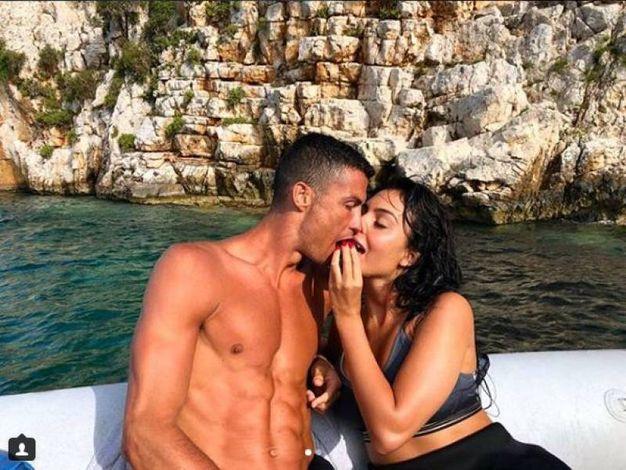 La coppia in vacanza in Grecia (Instagram)