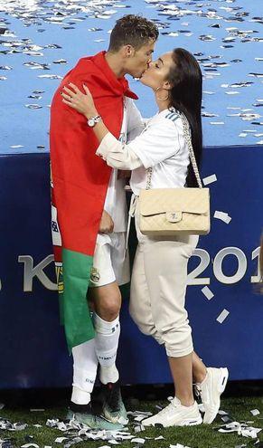 Il bacio dopo la vittoria della Champions League 2018 (Ansa)