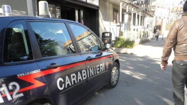 I ladri hanno messo tutto a soqquadro, carabinieri