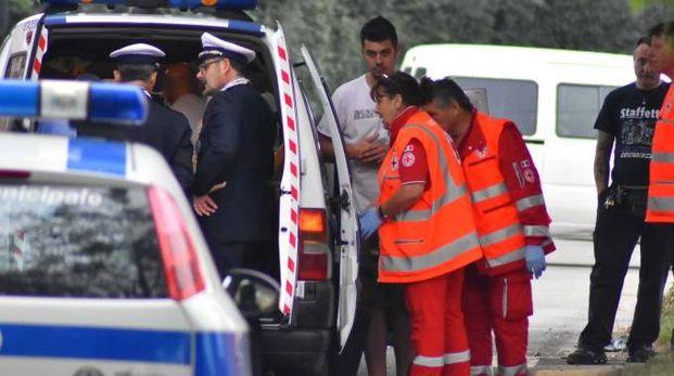 I sanitari del 118 hanno provato a rianimare l'anziana, che è morta sul colpo (Artioli)