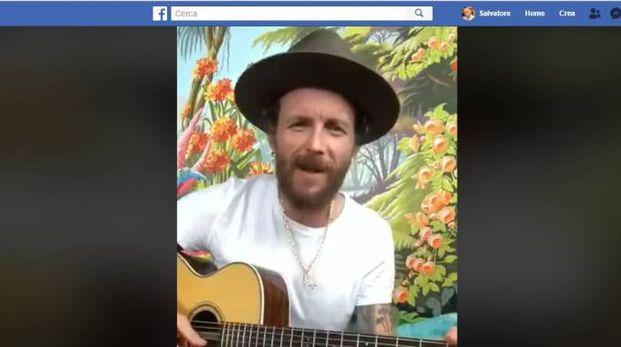 Jovanotti nel video postato su Facebook