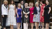 La foto di gruppo delle first lady al vertice Nato (Ansa)