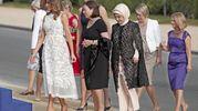Le first lady arrivano al vertice Nato (Ansa)