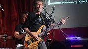 Guido Elmi cercava un suono di chitarra che ricordasse Cooper e ascoltò quell'album, si innamorò della mia performance e mi contattò. Da allora sono il chitarrista di Vasco (Foto Schicchi)