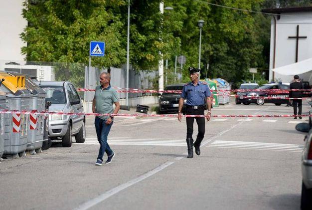 Una volta sul posto, i militari hanno delimitato l'area, evacuato parte della struttura e chiamato i colleghi artificieri da Bologna (foto Businesspress)