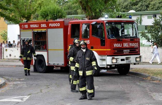 I vigili del fuoco al lavoro (foto Businesspress)