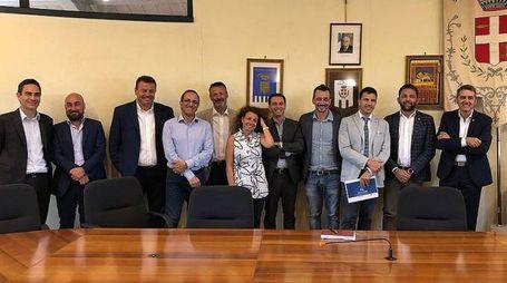 Il sindaco Roberto Pizzoli con i responsabili di Enel e Human company