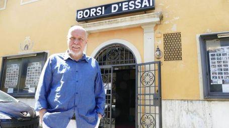 Daniele Griggio davanti al teatro Borsi