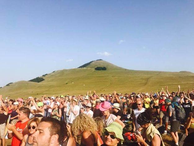Folla per Noa  (foto ufficio stampa RisorgiMarche)