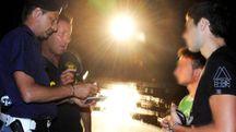 Controlli della polizia in spiaggia: il ritorno dell'eroina a prezzi stracciati è un fenomeno che sta interessando anche la riviera