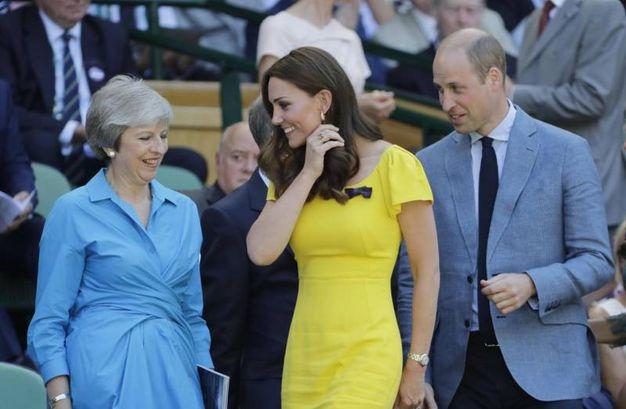Il Premier Theresa May, Kate Middleton e il principe William alla finale maschile di Wimbledon 2018 (Ansa)