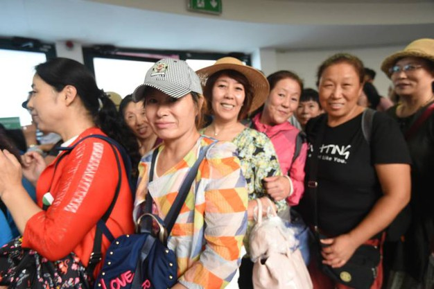I turisti cinesi sbarcati al Marconi (FotoSchicchi)