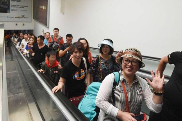 I turisti cinesi al Marconi (FotoSchicchi)