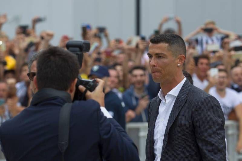 Cristiano Ronaldo arriva al J Medical (LaPresse)