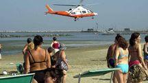 In spiaggia anche l'elimedica (foto di repertorio)