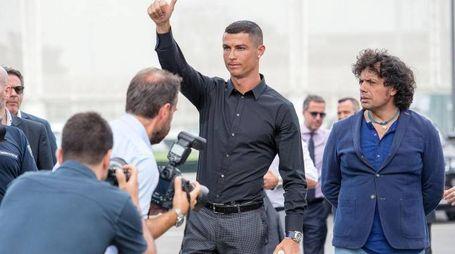 Cristiano Ronaldo all'Allianz Stadium per la presentazione in casa Juve (Ansa)