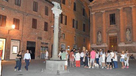 Gente per le vie di Siena