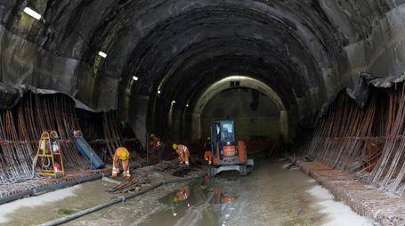 Tecnici all'opera in una delle gallerie