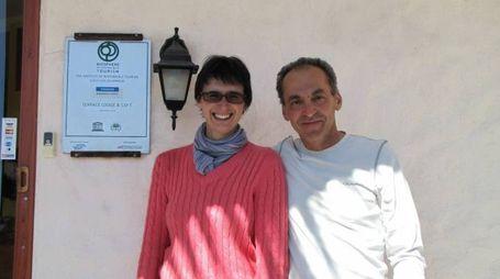 IN POSA  Flavio e Patrizia fuori dal Terrace Lodge