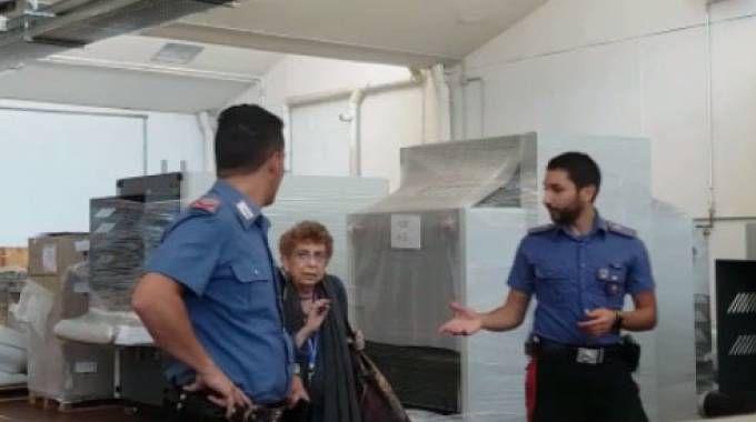 Maria Cristina Gilardoni con i carabinieri