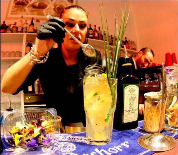 L'inarrestabile ascesa delle 'bar ladies'