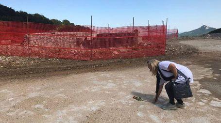 Ritorno a Rigopiano: i fiori delle famiglie dove sono morti i 29 angeli