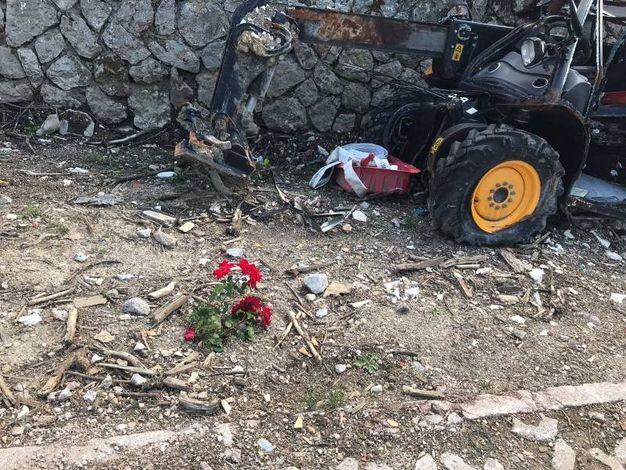 Ritorno a Rigopiano: commozione e preghiere nell'area della tragedia