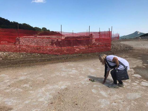 Ritorno a Rigopiano: una rosa rossa per Cecilia Martella