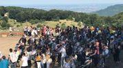 Ritorno a Rigopiano: una folla per la prima Messa dov'erano le macerie dell'hotel