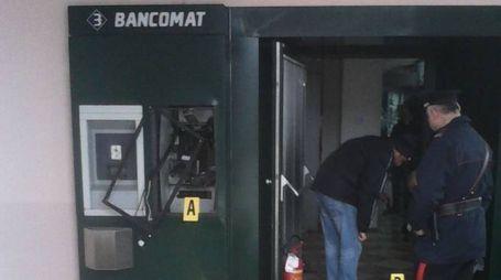 Un bancomat fatto saltare (foto repertorio)