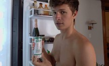 Ansel Elgort ha investito in un nuovo energy drink - Foto: screenshot Youtube/MatchaBar
