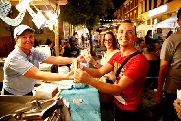 Tantissima gente per le strade di Savignano a Piadiniamo (foto Ravaglia)