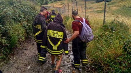 I vigili del fuoco hanno accompagnati gli escursionisti al sicuro
