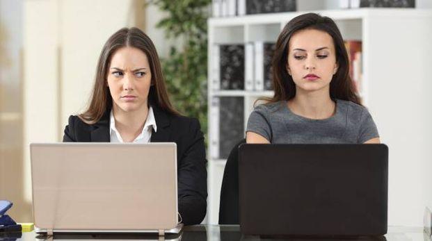 L'invidia sul lavoro è un comportamento ancestrale - foto antonio guillem istock