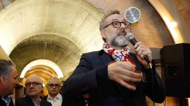 Massimo Bottura nel corso della presentazione del suo refettorio a Parigi