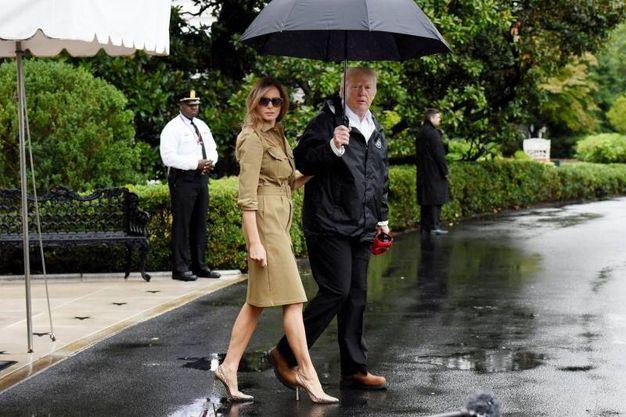 Melania e Donald Trump in partenza per il Texas (Ansa)