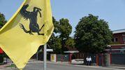 Banbiere a mezz'asta allo stabilimento Ferrari per la morte di sergio Marchionne (foto Fiocchi)