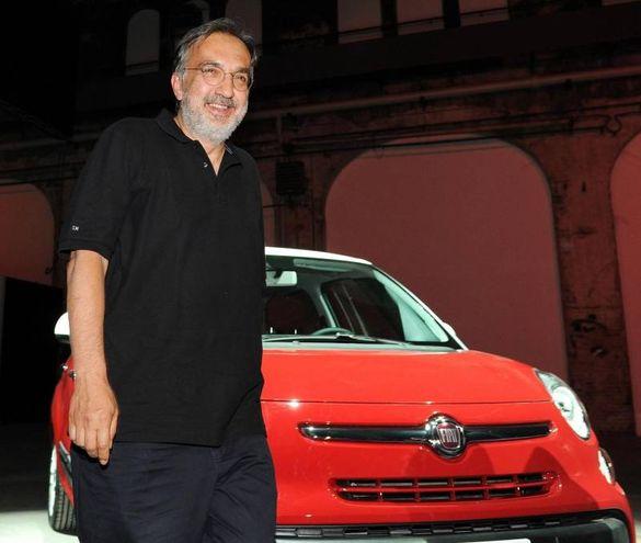 Alla presentazione della Fiat 500L a Torino nel 2012 (Ansa)