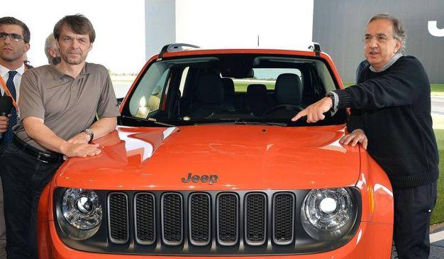 Sergio Marchionne e Mike Manley nel 2014 in occasione della presentazione della Jeep Renegade a Balocco (Ansa)