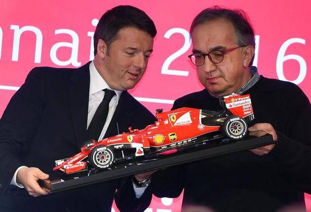 Con Matteo Renzi nel giorno del debutto di Ferrari in Borsa, il 4 gennaio 2016 (Ansa)