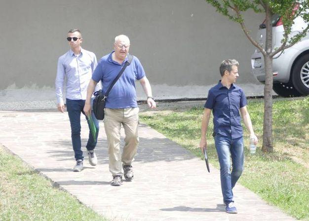 Don Paolo Glaentzer lascia il tribunale di Prato (Attalmi)
