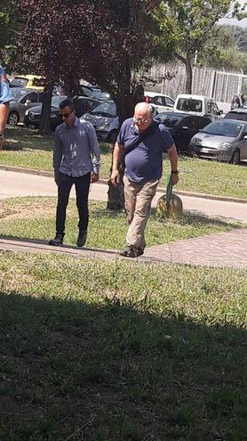 L'arrivo di don Paolo Glaentzer al tribunale di Prato (Natoli)