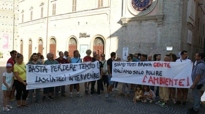 SIT-IN A sinistra, i dipendenti della Orim in piazza della Libertà; sotto, Antonio Pettinari