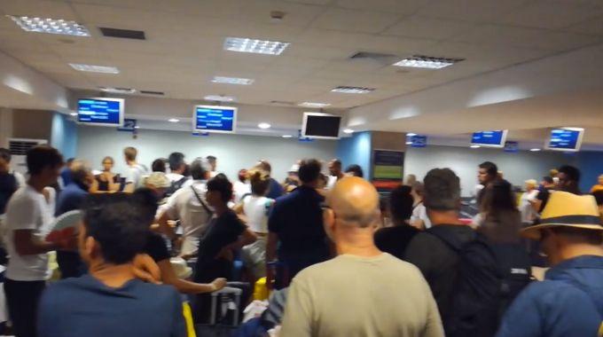 I passeggeri italiani bloccati a Rodi (Facebook)