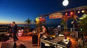 Big Hawaiian Party sulla spiaggia di velluto con una grande esclusiva europea: David Marks (Beach Boys) e Dean Torrence (Jan&Dean) eccezionalmente insieme, accompagnati dalla Surf City Allstars USA (ph Marco Carloni)