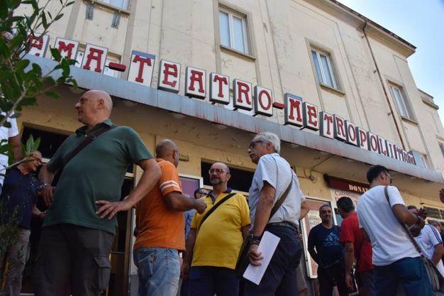 L'incontro al Metropolitan: gli operai (Foto Novi)
