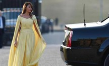 Melania Trump in giallo (Ansa)