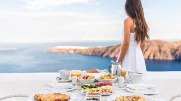 Al mare colazione leggera e tanta frutta