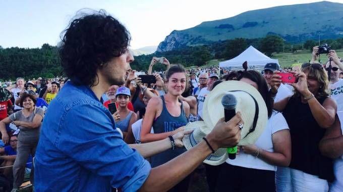 Meta con i fan  (foto ufficio stampa RisorgiMarche)